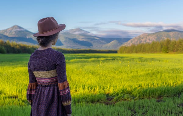 A young woman looks off into the distant mountains wondering about her past lives. You can ask Jarka about your past lives.