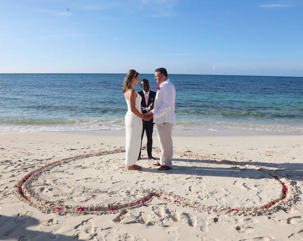 David & Natalie Elope Bahamas